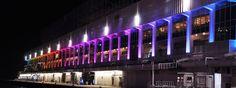 uno splendido palazzo illuminato con luci led