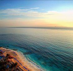 ¡Los mejores amaneceres se viven en la playa! #Cancún #México