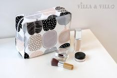 Villa ja Villa: DIY meikkipussi tai pussukka (versio 2) Home Crafts, Arts And Crafts, Diy Bags Purses, Clothes Crafts, Sewing Accessories, Villa, Diy Art, Louis Vuitton Damier, Printing On Fabric