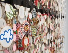 Artist Jacob Hashimoto presents an unbelievable installation of 30,000 hand-made kites made of colorful rice paper and delicate bamboo supports.