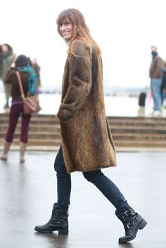 street style: Paris Fashion Week Fall Caroline de Maigret outfitted tough-girl boots with a luxe fur coat. Fashion Niños, French Fashion, Paris Fashion, Winter Fashion, Womens Fashion, Couture Fashion, Fashion Beauty, Street Chic, Street Style