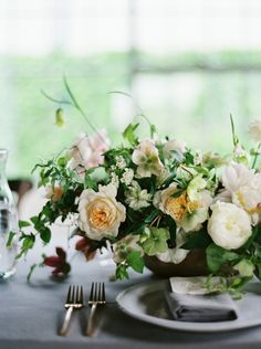 4-white-green-pink-wedding-flowers