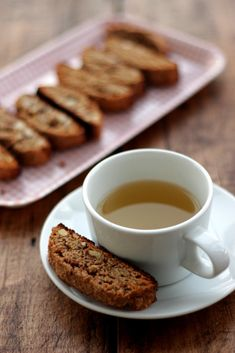 Crunchy, tasty and so easy to make, this grain-free almond biscotti will definitely become a favorite tea-time snack to make and to eat. Healthy Holiday Recipes, Real Food Recipes, Dessert Recipes, Snacks To Make, Tea Time Snacks, Almond Recipes, Dairy Free Recipes, Primal Recipes, Almond Biscotti Recipe