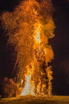 Beltane at Butser 2014 - wicker man burns