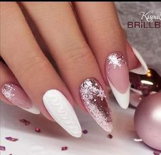 Nail art Christmas - the festive spirit on the nails. Over 70 creative ideas and tutorials - My Nails Cute Christmas Nails, Christmas Nail Art Designs, Xmas Nails, Christmas Ideas, Minimalist Nails, Nail Art Diy, Cool Nail Art, Perfect Nails, Gorgeous Nails