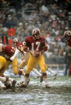 Washington Redskins assistant coach Ted Marchibroda speaks quarterback Billy Kilmer and quarterback Sam Wyche before a loss to the Miami Dolphins in Super Bowl VII on January 1973 at Los. Redskins Fans, Redskins Football, Buckeyes Football, Football Fans, School Football, Redskins Players, Football Players, Baltimore Colts, Indianapolis Colts