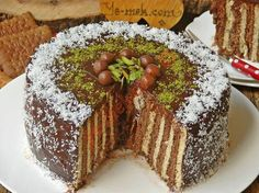 The Most Delicious Dessert You Will Remember About Your Childhood: Biscuit Cake - Kuchen Rezepte Beef Pies, Mince Pies, Köstliche Desserts, Delicious Desserts, Surprise Inside Cake, Foto Pastel, Green Curry Chicken, Red Wine Gravy, Biscuits