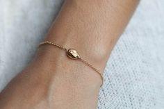 Bracelets, Bracelet coquillage plaqué or est une création originale d'eliseetmoi 29€ sur DaWanda