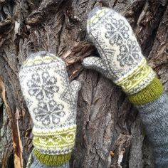 Fingerless Gloves Knitted, Knit Mittens, Knitting Socks, Knitting Stitches, Baby Knitting, Knitted Hats, Knitting Designs, Knitting Projects, Knitting Patterns