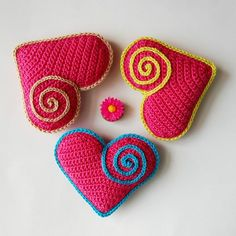 Crochet pattern for Cute Heart Souvenir. In love. Little Valentine, Valentine Heart, Valentine Day Gifts, Valentines, Crotchet Patterns, Crochet Patterns For Beginners, Crochet Basics, Crazy Patterns, Heart Patterns