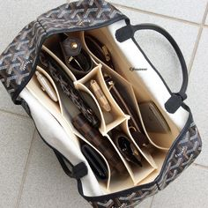 Luxury Bags, Luxury Handbags, Purses And Handbags, Leather Handbags, What In My Bag, Work Bags, Travel Wardrobe, Everyday Bag, Bag Organization