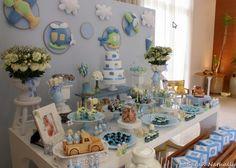 Mesa completa de chá de bebê para meninos com k tema transportes e as cores azul r verde.