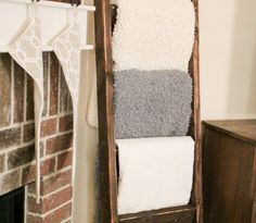 Awesome $10 DIY Wooden Blanket Ladder - http://www.wisediy.com/awesome-10-diy-wooden-blanket-ladder/