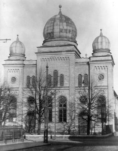 A synagogue in Liepāja, before WWII. A Jewish community was established in Liepāja in the early 1800s, and by the end of the century there were some 9,400 Jews living in the city, about one-seventh of the city's population. At the beginning of the 20th century, approximately one-quarter of the Jewish population of Liepāja emigrated from the city