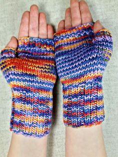 Fingerlose Handschuhe für Kinder (ca. 4-6 Jahre), warme Armstulpen aus bunter Merinowolle. Farbe: lila, blau, orange, gelb, handgefärbt Material;