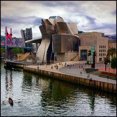 El Museo de Arte Contemporáneo Guggenheim de Bilbao- The museum revitalized Bilbao and it became the major tourist attraction of the Basque region of Spain. Unique Buildings, Amazing Buildings, Amazing Architecture, Architecture Details, Architecture Art, Places Around The World, Around The Worlds, Guggenheim Museum Bilbao, Places To Travel