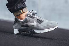 Shopping For Men's Sneakers. Are you searching for more information on sneakers? Then simply click through right here for extra information. Mens Sneakers For Work Running Sneakers, Running Shoes For Men, Sneakers Nike, Sneakers Design, Work Sneakers, Mens Running, Retro Sneakers, Grey Sneakers, Me Too Shoes