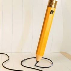 Der Schreibtisch eines Riesen – Bleistiftleuchte und Co. von Michael and George | Der Schlüssel zum Glück | Interior Design für Jedermann