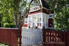 Swedish house. Swedish Cottage, Red Cottage, Cozy Cottage, Beautiful Buildings, Beautiful Homes, Sweden House, Red Houses, House Siding, Cute House