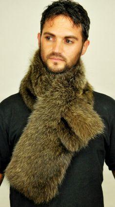 Caldissima sciarpa in marmotta naturale per uomo. Sciarpa in autentica marmotta, unisex. Adatta per un freddo ed intenso inverno.  www.amifur.it