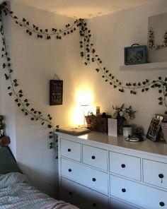 Indie Room Decor, Cute Bedroom Decor, Room Ideas Bedroom, Aesthetic Room Decor, Neon Room, Retro Room, My New Room, Room Inspiration, Ivy Wall