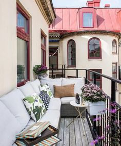 39 Awesome Small Balcony Ideas To Make Your Apartment Look Great - wohnidee - Balcony Furniture Design Outdoor Balcony, Balcony Garden, Outdoor Spaces, Outdoor Living, Balcony Ideas, Gazebo Ideas, Apartment Balcony Decorating, Apartment Balconies, Apartment Layout