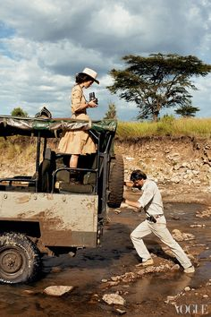 """I love this June 2007 Vogue photoshoot with Keira Knightley! I am a fan of the """"safari"""" look to began with (and of Keria Knightley), but the fashion, styling, scenery, and prop styling is impeccable as well. Safari Chic, Mode Safari, Keira Knightley, Damir Doma, Safari Adventure, Adventure Travel, Safari Photo, Viviane Sassen, Vintage Safari"""