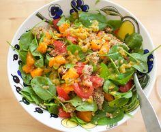 Hämmentäjä: Fruity spinach salad. Hedelmäinen pinaattisalaatti