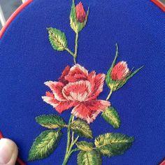 Художня вишивка #художня #вишивка #роза  #вышивка#вышивкакиев#вышивкабисером#вышивкагладью#вышивканазаказ…
