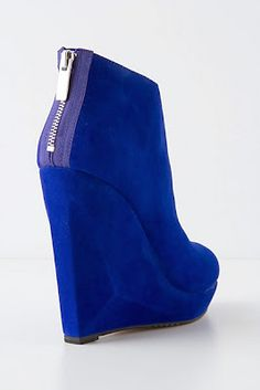 THE SHOE REPORT: COLORED BOOTIES | STYLISH CURVES