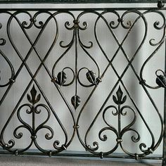 Интересные работы Grill Gate Design, Balcony Grill Design, Balcony Railing Design, Window Grill Design, Wrought Iron Stair Railing, Metal Stairs, Railings, Art Fer, Balustrade Design