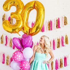 Balloons easily create a party ambiance. Here are lots of awesome ideas to decorate a girl's birthday party with balloons. 30th Party, Adult Birthday Party, 30th Birthday Parties, Girl Birthday, 30th Birthday Ideas For Girls, Festa Party, Its My Bday, Birthday Photos, Birthday Decorations