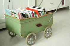 Carrinho de bebê porta-livros / revistas