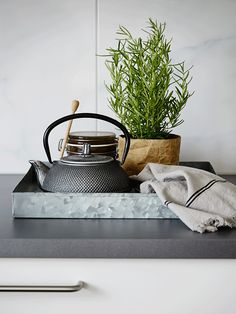 A Zen space // My Scandinavian Home Zen Kitchen, Kitchen Design, Kitchen Decor, Kitchen Display, Kitchen Layout, Kitchen Interior, Zen Space, Minimalist Apartment, Minimalist Home