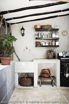 house in mexico Cottage Kitchens, Home Kitchens, Dream Beach Houses, Holiday Apartments, Simple House, Kitchen Decor, Rustic Kitchen, Kitchen Ideas, Amazing Bathrooms