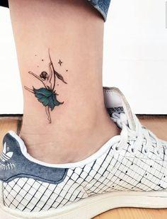 Tattoo models that will make you happy. Tattoo models that will make you happy. On a l'impression que les tatouages sont partout ces temps-ci, mais ils existent depuis toujours – comment sont-ils devenus si populaires? Mini Tattoos, Body Art Tattoos, Small Tattoos, Small Fairy Tattoos, Cute Foot Tattoos, Color Tattoos, Paar Tattoos, Neue Tattoos, Ballet Tattoos