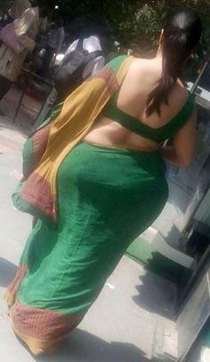 Indian Aunty With a Wide Ass in Low Waist Saree Saree Backless, Aunty In Saree, Green Saree, Stylish Sarees, Beautiful Girl Indian, Beautiful Women, Indian Beauty Saree, Indian Sarees, Curvy Women