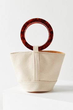 white canvas bucket bag with tortoiseshell handles