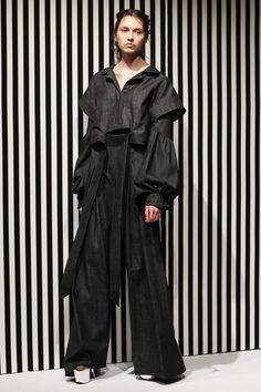 Akikoaoki Tokyo Fall 2017 Collection Photos - Vogue