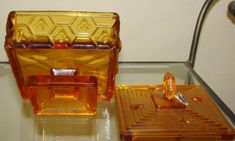 """VINTAGE Fenton Art Glass Amber HONEYCOMB & BEE LIDDED HONEY DISH.Was designed by a Illinois Beekeeper made by Fenton for him, sold in the January 1965 Fenton catalog 5""""H (to finial x 4.5""""square (3""""H without lid). Bee Keeping, Amber Glass, Honeycomb, Illinois, Thrifting, Glass Art, Catalog, January, Dish"""