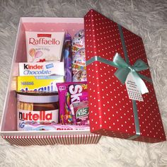 DIY Candy Gift Boxes for Birthday Presents for Boys – Back to School Crafts – Grandcrafter – DIY Christmas Ideas ♥ Homes Decoration Ideas Birthday Presents For Boys, Cute Birthday Gift, Birthday Gifts For Best Friend, Diy Birthday, Birthday Ideas, Nutella Gifts, Chocolate Gifts, Candy Gift Box, Candy Gifts