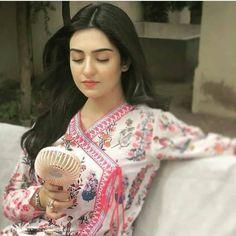 Pakistani Fashion Casual, Pakistani Models, Pakistani Actress, Muslim Fashion, Pakistani Girl, Pakistani Bridal Dresses, Pakistani Dress Design, Pakistani Bridal Makeup, Mahira Khan Dresses