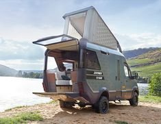 This has to be the most innovative camper van we have seen in a while. The VisionVenture Camper by Hymer, has just debuted at the biggest camper trade show in the world, the Dusseldorf Caravan Salon in Germany. Mercedes Sprinter 4x4, Benz Sprinter, Sprinter Camper, Mercedes Benz, T5 Camper, Petit Camping Car, Hymer Motorhome, Caravan Salon, Shopping