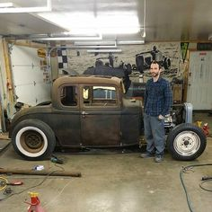 Last night working on the coupe till next week..my Dad took this to show the scale.im a pretty small dude #theCrabwalker #selfie by tukipaintsit