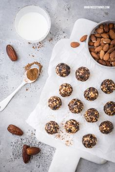 Recipe for Raw Vegan Glutenfree Energy Balls with Almonds, Dates, Cinnamon, Plum