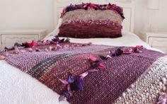 :: Bienvenidos :: Telaresisa.cl :: Weaving Designs, Weaving Projects, Weaving Art, Loom Weaving, Hand Weaving, Bed Runner, Crochet Cushions, Knitting Wool, Textiles