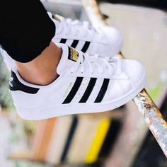 Adidas Superstar Sneaker | 9 Plain White Sneakers Fashionistas Love, check it out at http://cuteoutfits.com/plain-white-sneakers-cute-oufits/