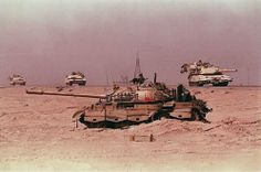 February 27 1991 - U. Marines and Saudi Arabian troops entered Kuwait City. Army then engaged the Iraqi Republican Guard in several tank battles in Iraq also known as the Battle of Medina Ridge. Military Photos, Military History, Operation Desert Shield, Operation Ivy, Iraqi Army, Iraqi Military, Indian Army Special Forces, Les Satellites, T 62