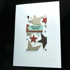 Deze sterrenkaart is gemaakt door Ingrid Nellen. Ze heeft hiervoor de Floating Frame techniek gebruikt. Dit is niet alleen een hele leuke techniek waarbij je de elementen die je hebt uitgestansd met dimensie op je kaart plakt, je snijdt er ook nog eens een vorm uit waardoor je twee kaarten in één keer maakt. Een kaart is de lijst en de andere is zoals deze de binnenkant. De ruimtes tussen de vormen heeft Ingrid wat verder opgevuld met bling steentjes. Heel leuk gedaan…