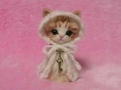 "Agulha feltrada Orange Tabby Cat em Cabo com capa Japonesa ""Kokeshi"" Estilo Boneca Needle Felt Miniatura Gato, Needle Felting"